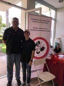 Reclutando en UPR Cayey (foto 1)