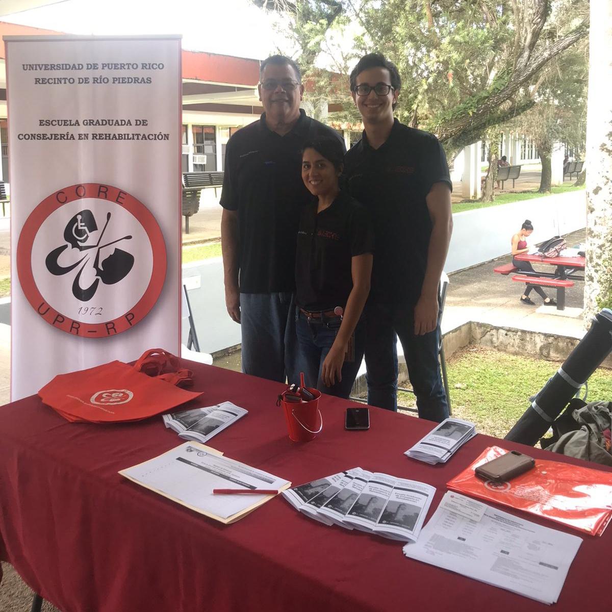 Reclutamiento en UPR, Recinto de Humacao Prof. Robinson Vázquez Ramos y Estudiantes de CORE
